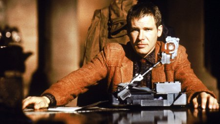 Cena do filme Blade Runner, protagonizado por Harrison Ford.