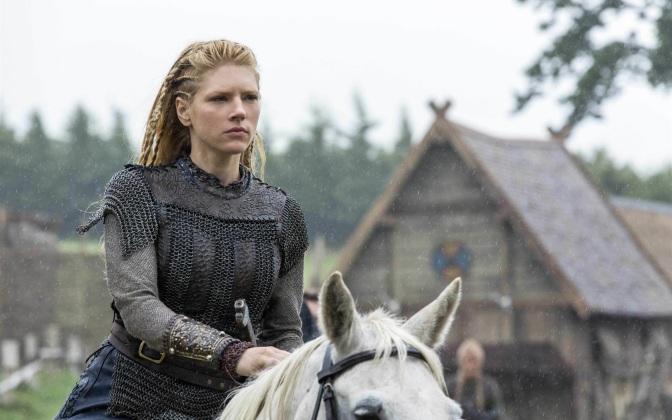 Atriz da série Vikings quer fazer Canário Negro nos cinemas